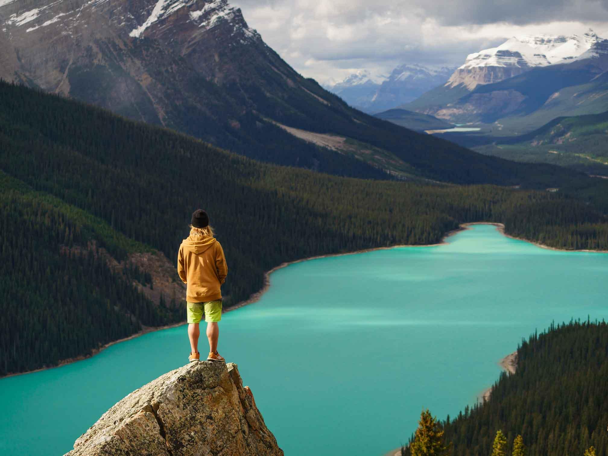 Hiking-in-Banff-by-Travel-Alberta