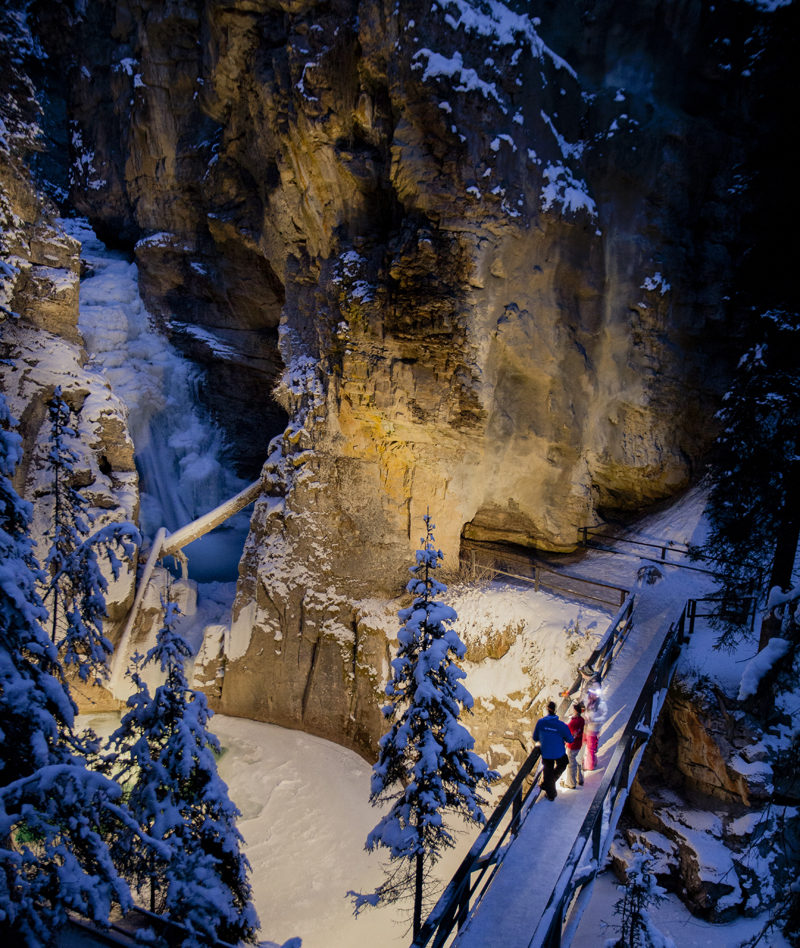 Discover-Banff-Tours-Johnston-Canyon-Icewalk
